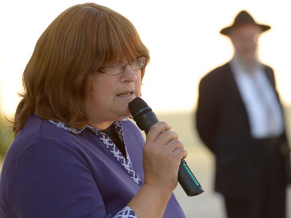 Deborah Raskin Notification Deborah Raskin speaks to the crowd