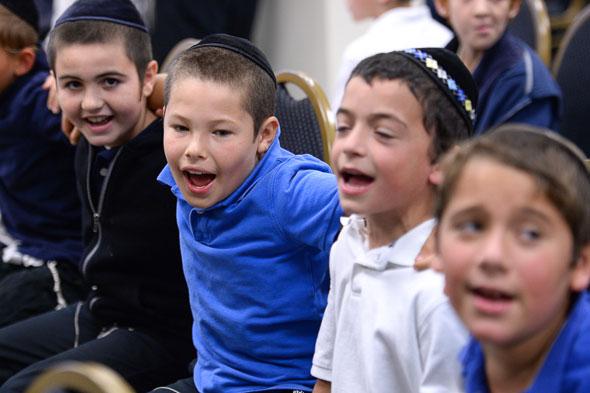 Menachem Mendel Greenbaum Notification Cheder Menachem students sing